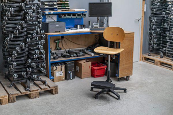 Rodachair houten werkstoel
