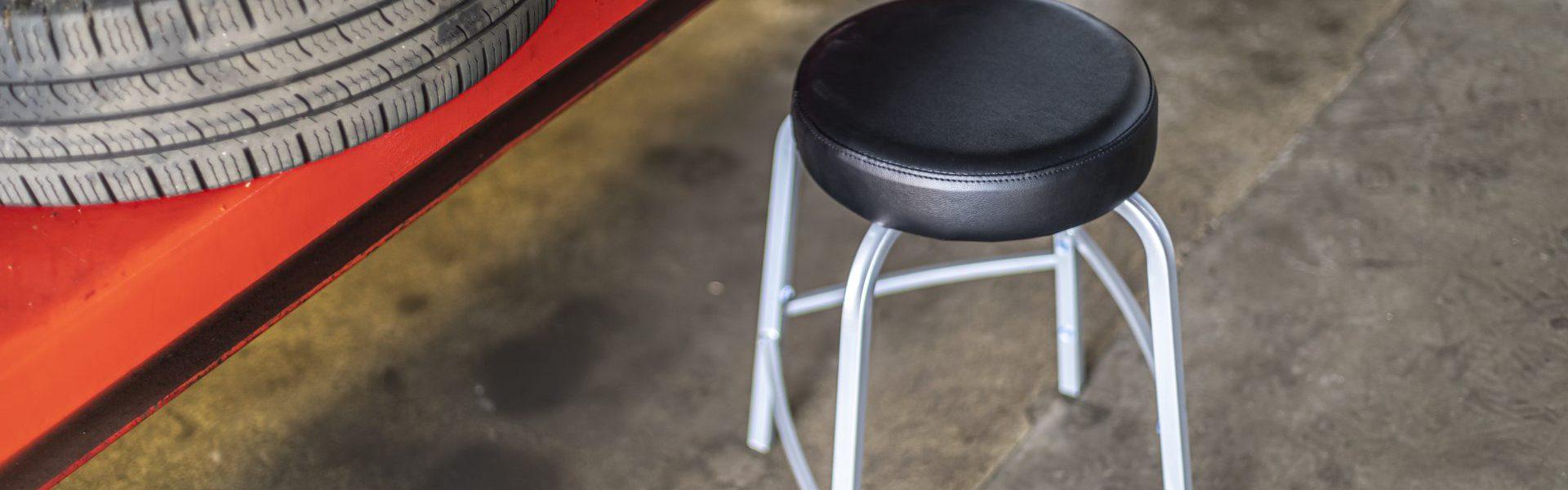 Rodachair TAS stapelbare taboeret kruk verspringende voetensteun kunstleder gestoffeerd